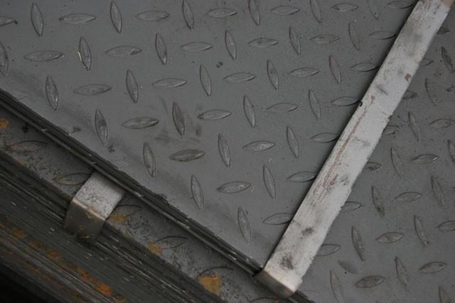 Лист стальной рифленый - фото