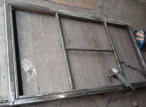 Металлическая дверь из уголков